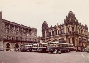 A nadie en su sano juicio se le ocurriría hoy cargarse esta joya que coronó, desde 1926 hasta 1975, la plaza de Galicia; pasen y lloren . Archivo de José Ramón Mosquera.